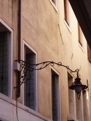 Que Sera Sara Venice streetlamp